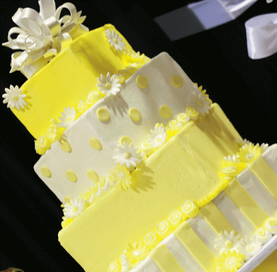 Yellow and White Stacked Squares w/ Daisies